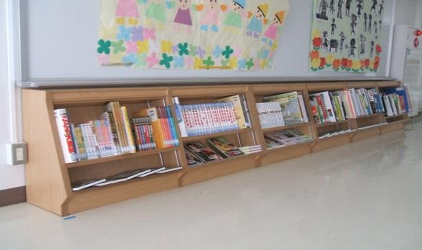 さぬき市立さぬき南小学校に学校図書、書架等購入写真1